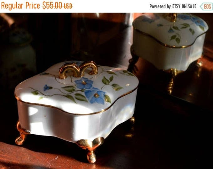 sale Vanity Box, Jewelry Box, Vanity Dish, 1900s Porcelain Pottery, Footed Pottery, Gift for Her, Hand Painted, Footed Box, Candy Dish