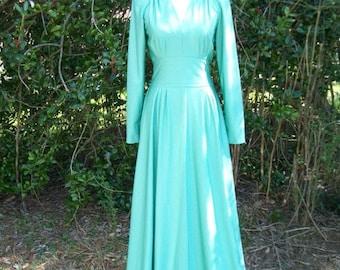 SALE 70s Soft Green Maxi Dress size Small Medium Tall