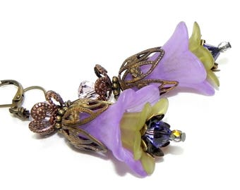 Trumpet Lucite Flower Earrings - Victorian Lilac and Green Lily - French vintage Brass Filigree Cap