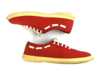 red sneakers / vintage shoes / women size 6 / canvas shoes / tennis shoes / white trim / rubber soles / preppy shoes / hipster women / retro