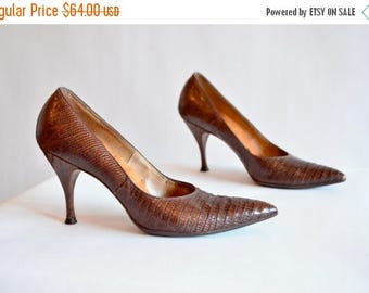 25% off Storewide // Vintage 1940s crocodile pumps / 6.5