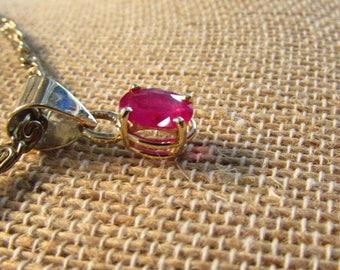 Pendant- Fine Ruby in 14 Karat Yellow Gold, ~1 Carat, 8 x 6 mm