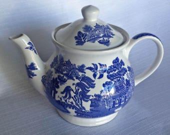 Sadler Teapot, MINT Condition, Sadler Blue Willow Teapot, Sadler England, Sadler Blue and White Teapot, James Sadler and Sons,