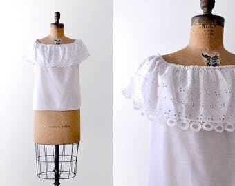 1950's peasant top. Off the shoulder. 50 white blouse. Ruffled. m. eyelet.