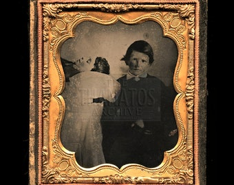 Poignant 1860s Tintype Photo - Siblings with his Dead Brother - Twins? / Post Mortem