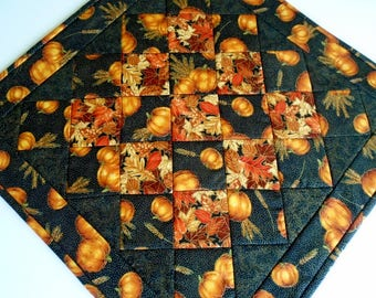 Elegant Quilted Table Topper with Pumpkins and Fall Leaves, Autumn Table Runner Quilt, Pumpkin Table Quilt, Thanksgiving Table Decor