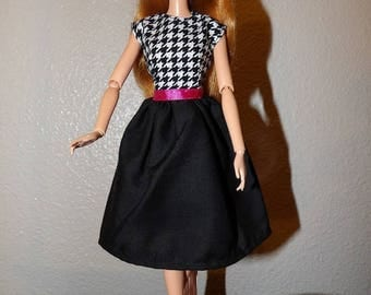 Styish modest dress in black & white for Fashion Dolls - ed1019