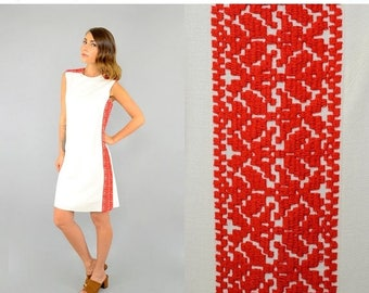 SUMMER SALE 60's Embroidered Linen Shift Dress