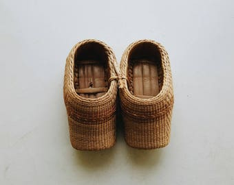 Vintage Chinese Asian Decorative Raffia Grass Wicker Shoes - Chinoiserie Bohemian Nursery Decor Boho