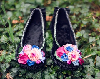 Flower Garland Velvet Pumps