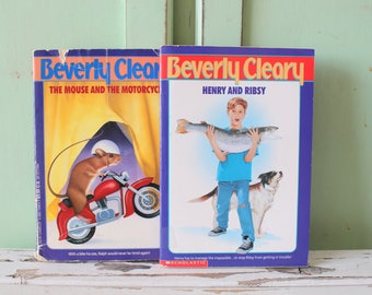 Vintage BEVERLY CLEARY Book Set of 2....instant collection. 1980s books. kids. children. henry. teens. fiction. fun. mouse and motorcyle.