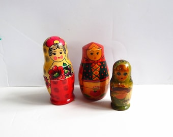 Vintage Nesting Dolls - Nesting Doll Lot - Russian Nesting Dolls - Set of Three