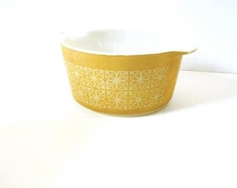 40% OFF CHRISTMAS in JULY Vintage 1970's mustard yellow flower bowl // green/yellow pattern bowl // glassware // cooking pot // bowl for she