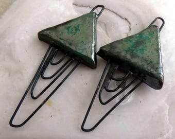 Wiry Triangular Connectors - Green Metal