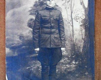 WW1 Infantry Officer Photograph, Full pose showing uniform, hat, ect. 1917 - 1918 AEF