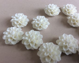 15 White Chrysanthemum Cabochons White Mums Resin Flower Resin Cabochon Cameos 15mm