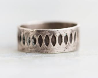 Wedding Band Ring - Sterling Silver Art Deco Gothic Vintage Ring Size 7.5