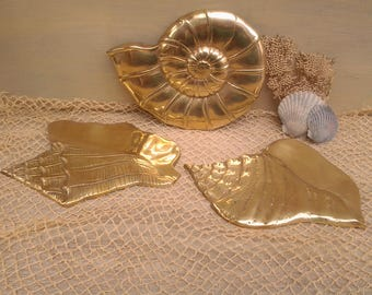 Vintage brass seashell- shell wall decor - brass shells - shell wall hanging - brass decor - beach decor - lakeside cabin - nautical decor