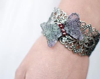 CLEARANCE SALE Bow Bracelet - Metal Filigree in Grey & Red
