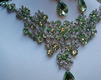 Parure Olivine Crystal Necklace and Earrings