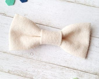 Toddler Bow Tie. Cream Felt Clip On Bow Tie. Boys Bow Tie. Kids Bow Tie. Toddler Bowtie. White Bow Tie. Ring Bearer Outfit. Bow Tie for Boys