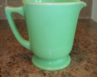 FREE USA Shipping-VINTAGE McKee Jadeite/Jadite 4 Cup Wet/Dry Measuring Pitcher