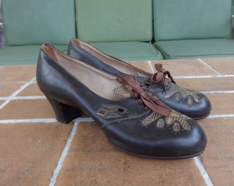 Vintage original women's shoes pumps size 8 art deco flapper accessories textiles heels