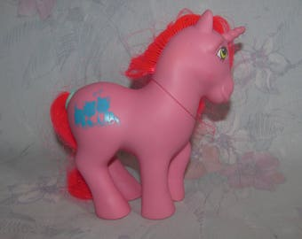 Vintage Hasbro My Little Pony MLP Unicorn - Tabby, a Happy Tails Pony - Pink Pony with Pink Hair, Symbol of Two Cats - Tail Action Works