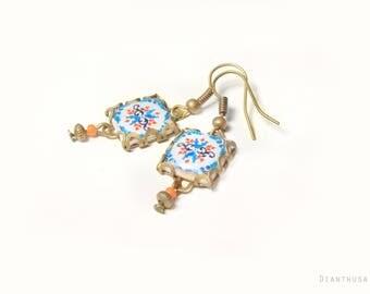 Boucles d'oreilles inspirés dans des carrelages portugaises de Viana do Castelo:  Bleu, blanc et fuchsia. Petits carrelages à motifs