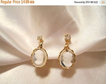 50% Off Sale Vintage Dangle Simulated White Cameo On Mirrored Backs Clip Style Earrings
