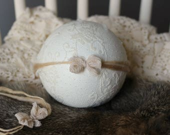 ready to ship, newborn baby photography prop, tieback halo with small silk bow, beige handspun yarn, baby photo prop, lilac luxury prop