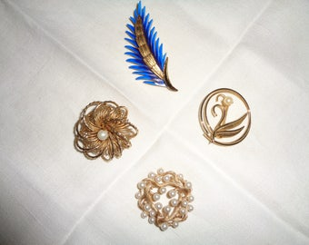4 Vintage Brooch/Pins in gold tone metals which can be worn together or separately in Very Good Condition