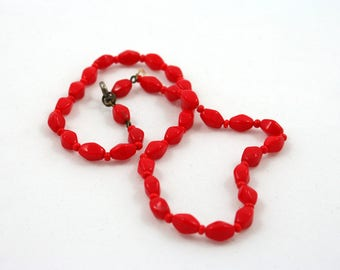 """Vintage 1950s red glass bead choker necklace, boho costume jewelry, 15"""" inch, faceted glass beads, short necklace, neck jewelry"""