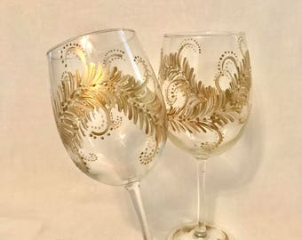 Free shipping gold design hand painted pair of wine glasses holiday special occasions fiftieth anniversary