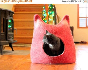 unique gift - Pets bed / Cat bed - cat cave - cat house - gift for pets - red with natural white - made to order - felted wool bed