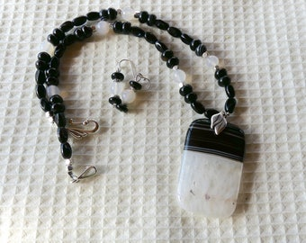 19 Inch Black and White Druzy Agate Pendant Necklace with Earrings