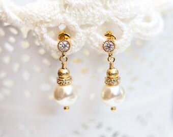 839_ SWAROVSKI pearls earrings, Ivory bride earrings, Cream pearls earrings, SWAROVSKI Bridal pearls jewellery, Gold CZ earrings bride.