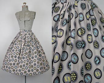 1950's Novelty Print Sewing Circle Skirt / Size Small