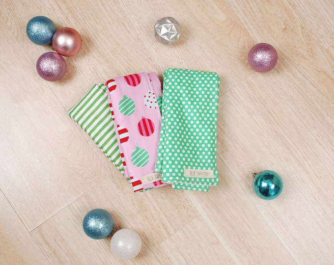 Featured listing image: 3 Holiday Burp Cloths