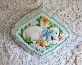 Vintage PORCELAIN LAMB MOLD, White China from The Franklin Mint, marked Le Cordon Bleu, 1986.