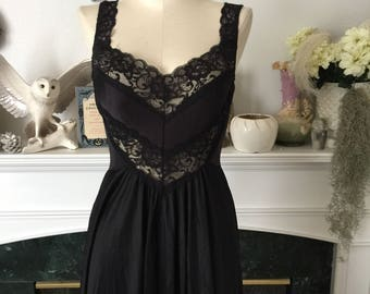 80s Lyrca Infused Black Sweep Nightgown