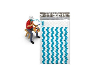 On Sale 25 Pack Teal Chevron  4x8 Bubble Mailers,  Self Adhesive Padded envelopes, Mailing Shipping pull strip Envelopes