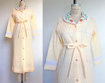 1960s Housecoat Peach Quilted Robe Vintage 60s Bathrobe Lingerie Embroidered Orange Flowers / Small Medium