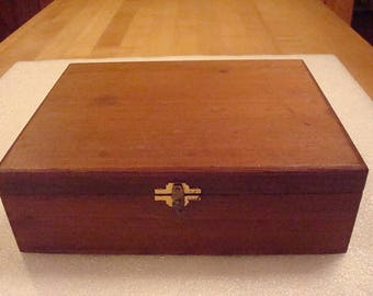 Vintage W.H. Snyder & Sons Lidded Cedar Wood Cigar Storage Box