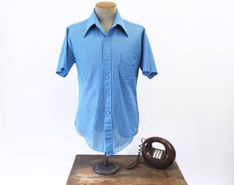 1960s Vintage Men's Blue 100% Knit Polyester Short Sleeve Shirt by Branford - Size LARGE