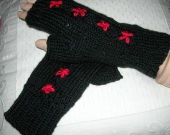 Mitaines CARMEN tricotees et brodées  à la main - création Misty Tuss Tricote -mitaines femmes laine et acrylique