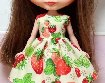 BLYTHE doll Its my party dress - strawberry fields