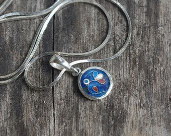 Handmade sterling silver pendant with jewelry ennamel