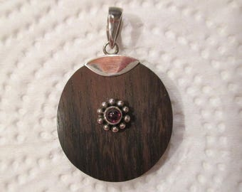 c.1890 Antique Victorian Sterling Silver GLOWING Genuine RUBY Cabochon Gemstone & Touch WOOD Pendant Rare .925 Brutalist Milgrain Flower