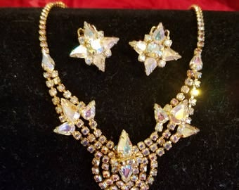 60's Star fire design iridescent stones in gold tone necklace set